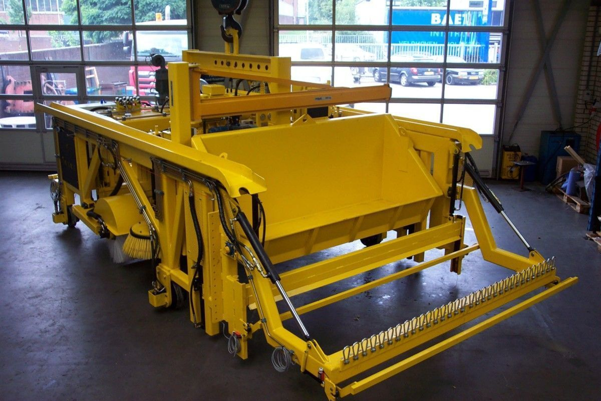 Sweeper for the concrete industry