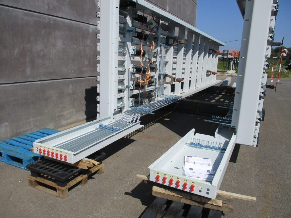 Moving floors in waste technology